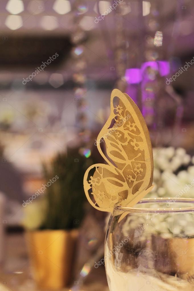 Papier papillon d coration or la table automne de mariage for Decoration reveillon nouvel an