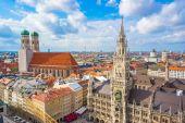 Luftaufnahme von Rathaus Marienplatz und Frauenkirche in München,