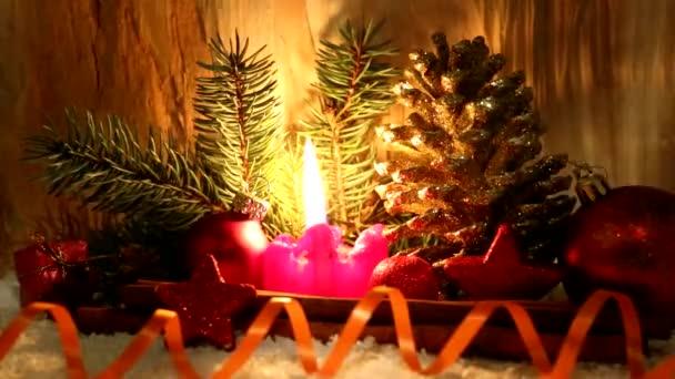 Vánoční dekorace und adventní svíčka