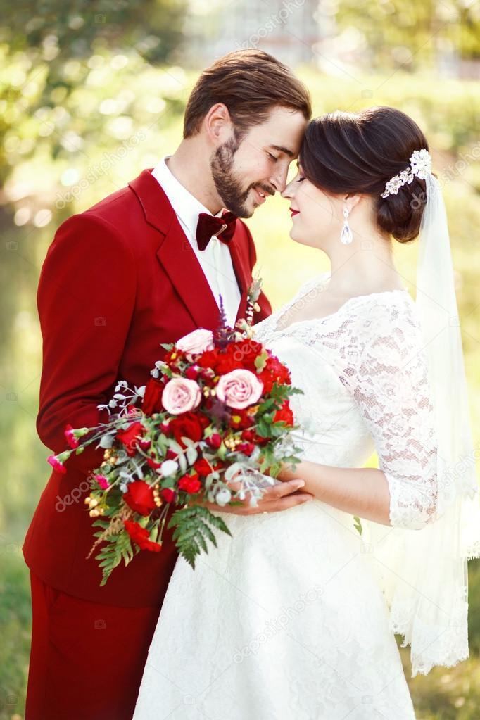 Robe de mariee rouge fonce