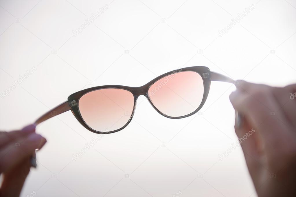 Gafas De — Opuesto Foto Mujer Llevando Sol Stock Romántica lFKJuTc31