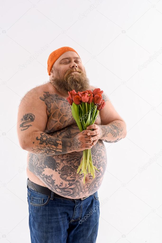 Thick bearded guy with flowers — Stock Photo