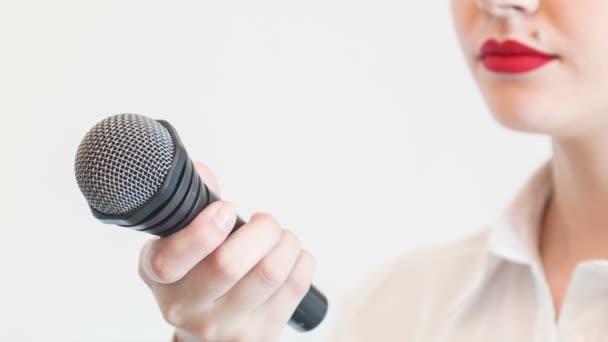 Hezká dívka televizní novinář je rozhovor někoho