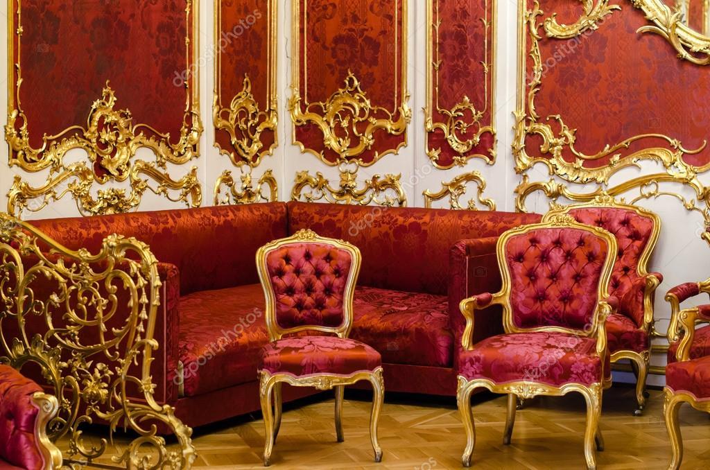 Antike Polstermöbel im Stil Barock — Stockfoto © vagrig #105523764