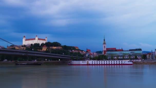 Bratislava v době západu slunce