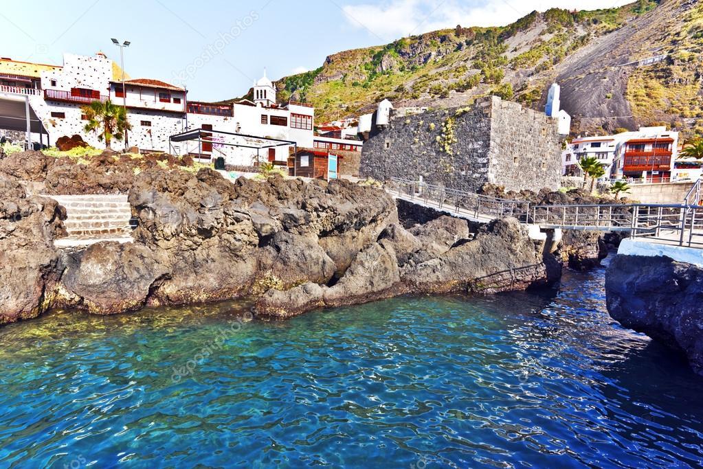 Pueblo de garachico y piscinas naturales en la isla de for Piscinas garachico