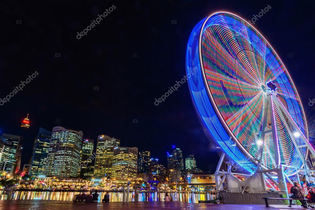 rueda de la fortuna en la noche — Foto editorial de stock ...