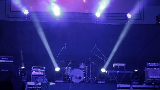 Blikající světla pozadí. Blikající světla světlice. Svítidla osvětlení na ploše.