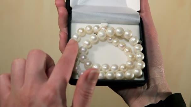 Obdivujte náhrdelník z perel