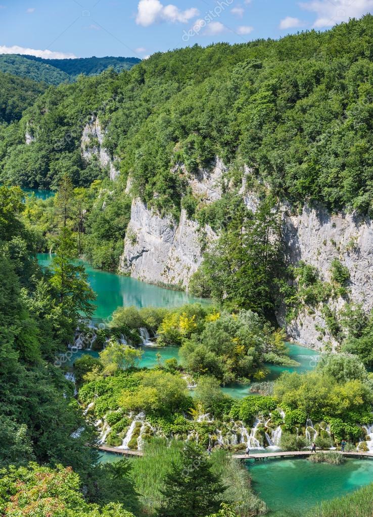 Vista de la cascada cascadas desde arriba. Marco vertical — Foto de ...
