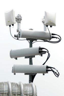 Antennas of mobile cellular systems with wifi hot spot repeater