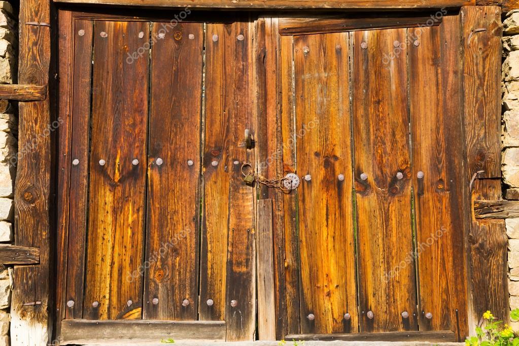 Vecchio Doppio Porte Di Granaio Di Legno Rustiche Foto Stock