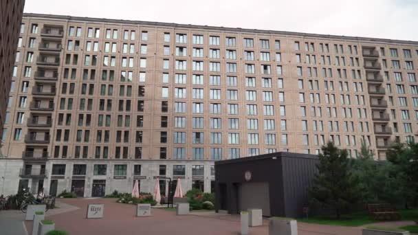 SAINT-PETERSBURG, RUSKO - 5. září 2020: Moderní apartmán nebo budova hotelu