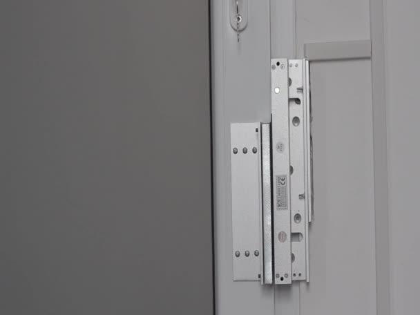 Bezpečnostní zámek na dveře