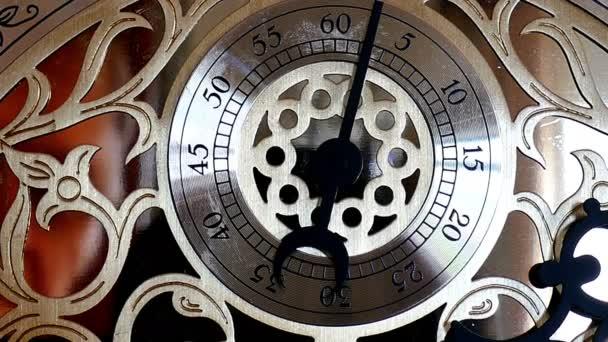 Antik órák, fém váz