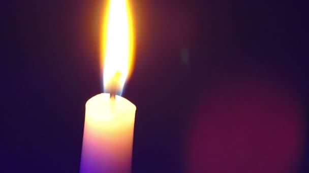 svíčka na barevném pozadí, stěhování