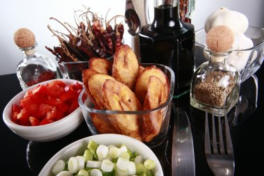 Plantains with tomato and chives