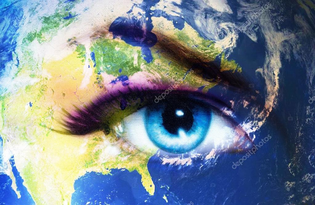 planeta tierra y azul ojo humano con el maquillaje de da violeta y rosa pintura