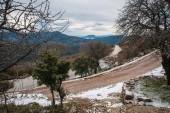 Paesaggio di inverno nelle montagne vicino a Vassa