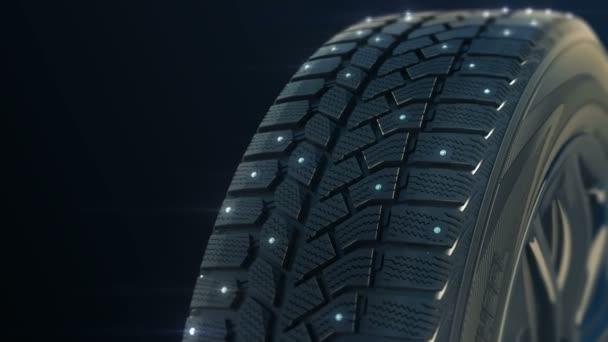 Auto hustě zimní pneumatika kolo natočit na kameru v pohybu