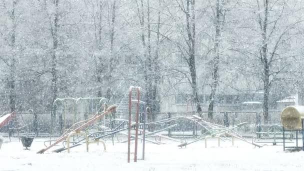 Mega velký globální sněžení smyčka na hřišti