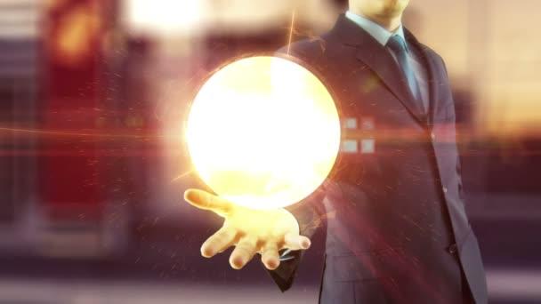 Podnikatel drží nad rukou globální digitální sítě a internetové koncepce