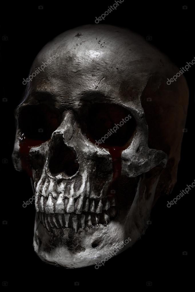 Scary menschlicher Schädel Seitenansicht, Blut Tränen — Stockfoto ...