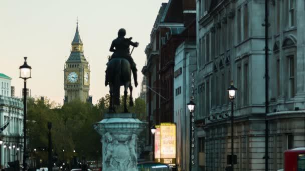 Londýn - 12 listopadu 2014: Pohled na Big Ben od Trafalgarského náměstí