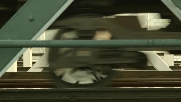 Rozmazaný pohyb vlaku na železniční most