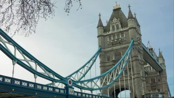 Tower Bridge v ranní čas, Londýn, široký úhel