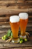 Fotografie Sklenice piva s ušima, pšenice a chmel