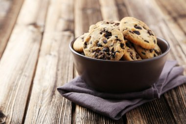 Chocolate chip cookies in bowl