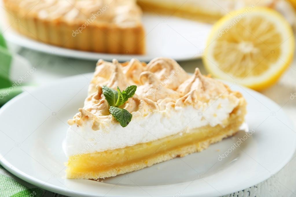 Zitronen Baiser Kuchen Auf Teller Stockfoto C 5seconds 73263463