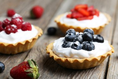 Dessert tartlets with berries
