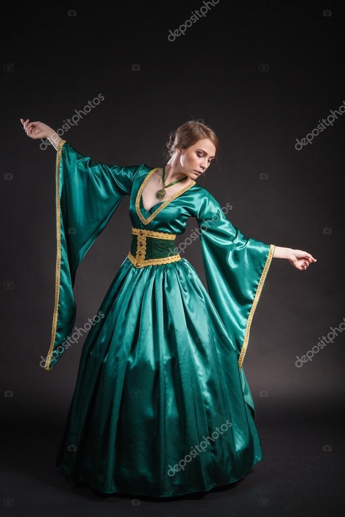 Imágenes Vestidos De La Epoca Medieval Retrato De La