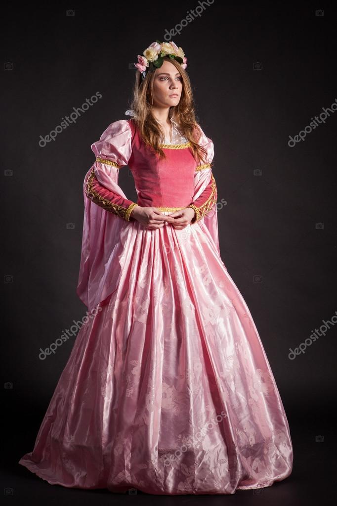Retrato de la mujer elegante vestido de época medieval — Fotos de ...