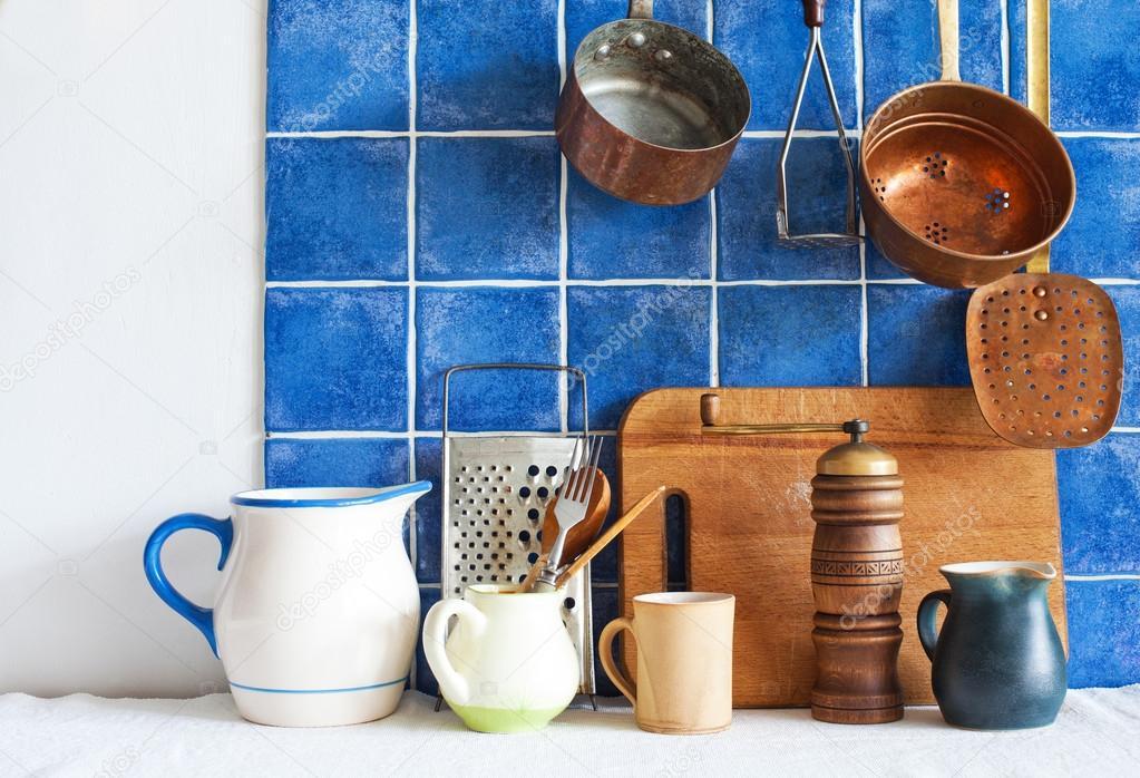 Utensilios de cocina. moldes para jarros ollas color, tabla, cuchara ...
