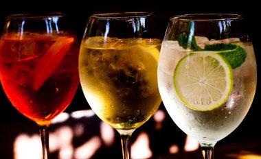Aperol spritz, sprizz, Martini royale.