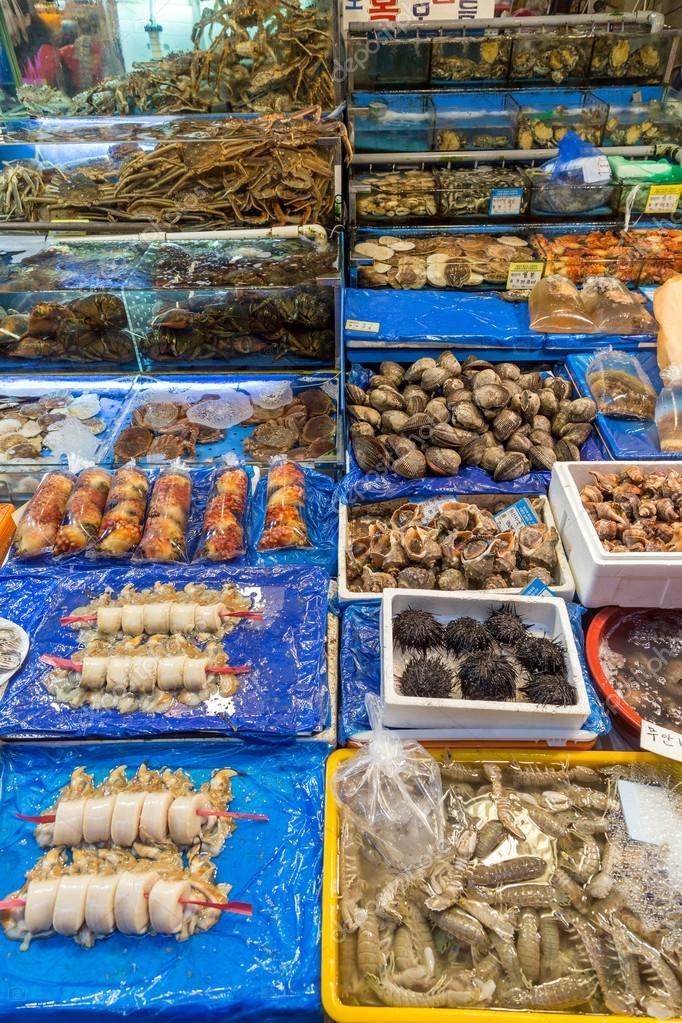 Seafood for sale at the Noryangjin Fish Market in Seoul — Stock