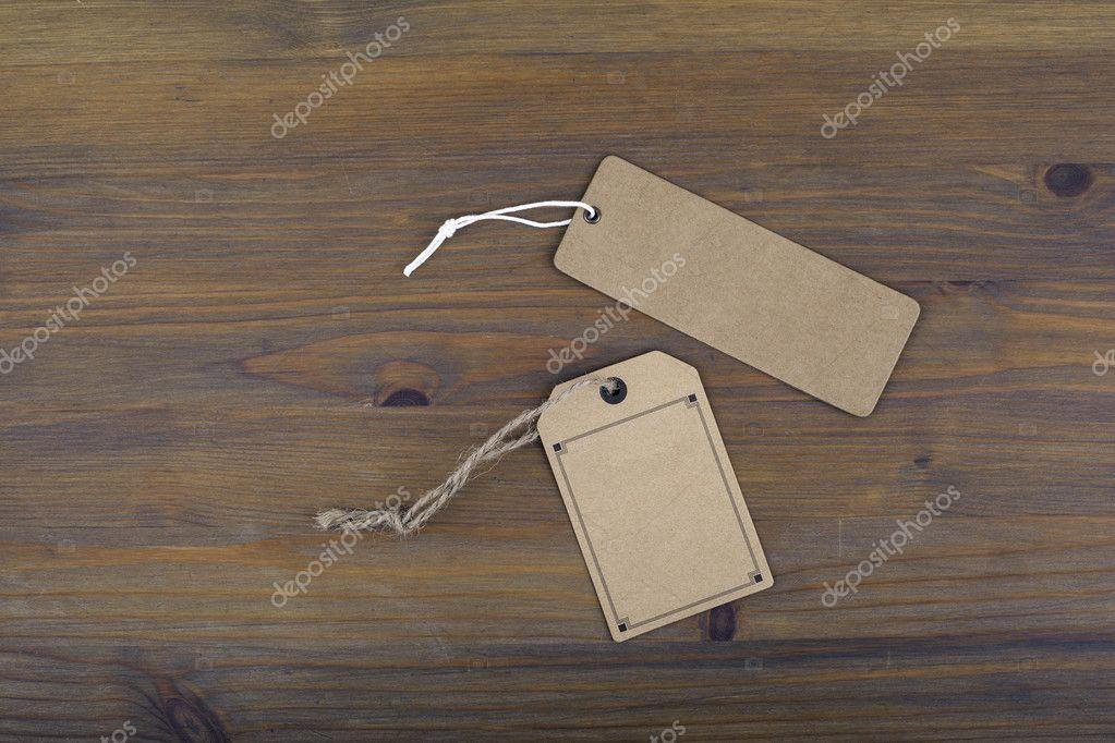 Prijskaartje op oude houten tafel achtergrond u stockfoto
