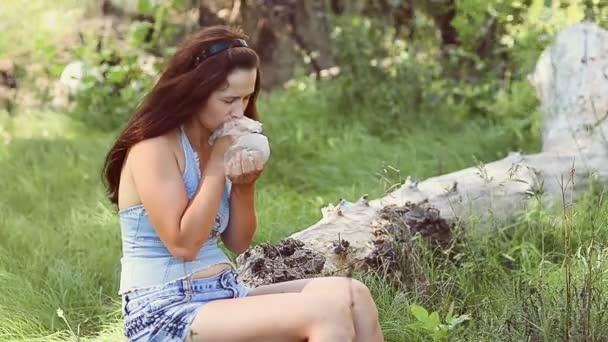 nyuhaet-u-devushki-seks-s-krikami-smotret-video