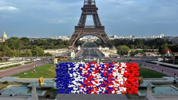 Barva srdce Francie vzestup tvořící pozadí mraků s Eiffel