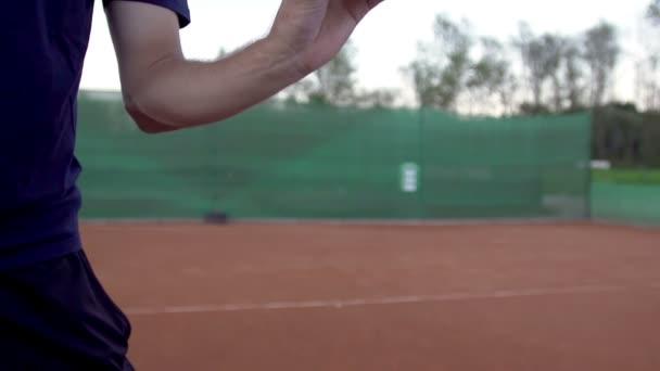 Hráč hodí míč