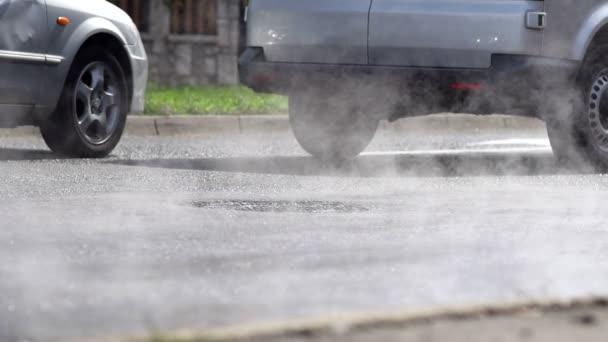 výfukové plyny z aut