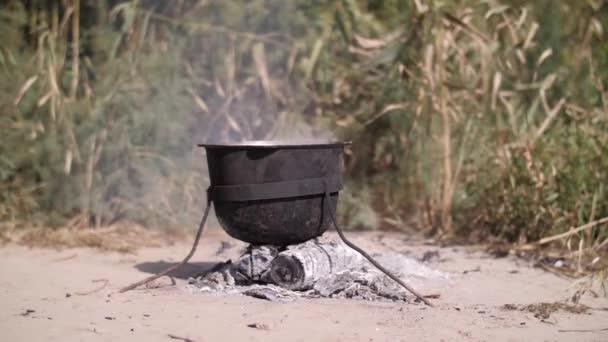 fül a fazékban a tűzön