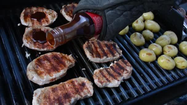Barbecue szósszal öntenek karaj