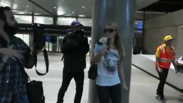 Paris Hilton v Lax