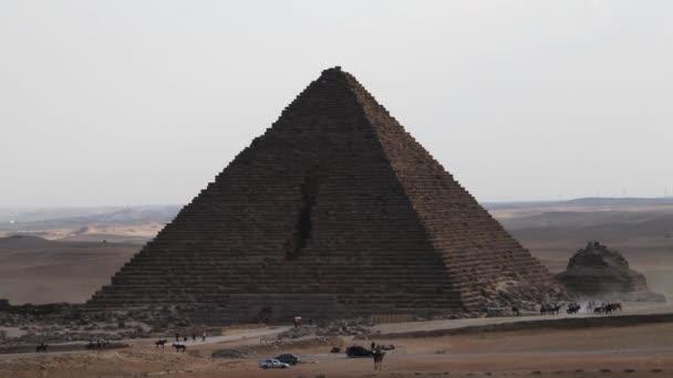 Pyramidy v Gíze, široký záběr