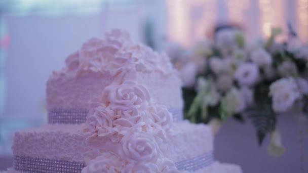 dekoratív esküvői torta