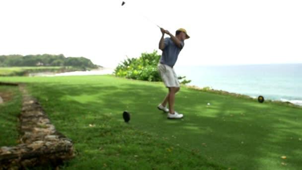 Golfspieler Treffer Kugel